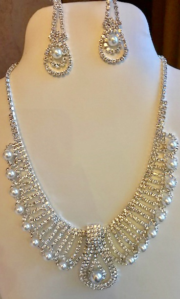 Pearl/ crystal necklace