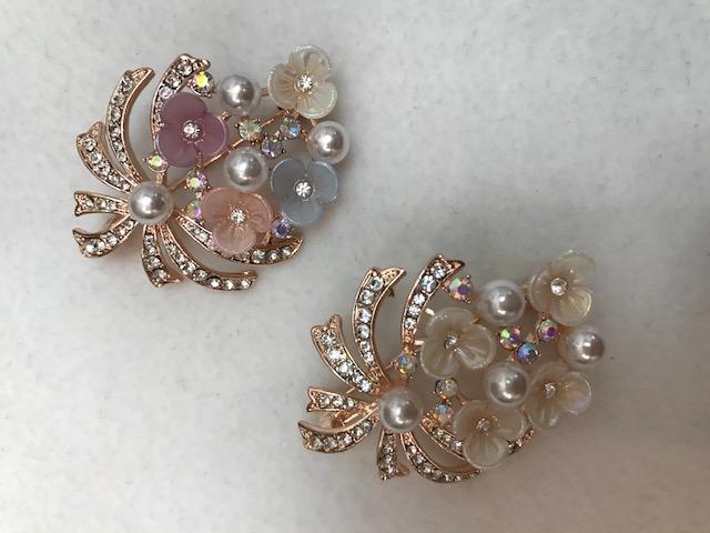 rhinestone with imitation pearl flower brooch