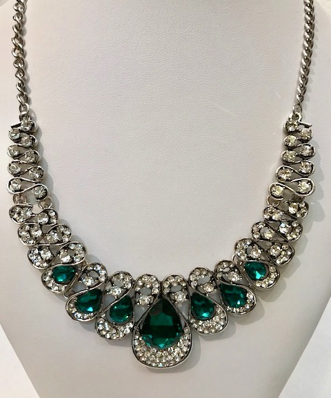 rhinestone with emerald color stone necklace